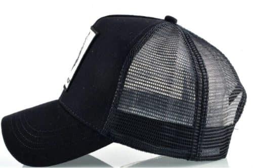 כובע סוס דוהר שחור מהצד