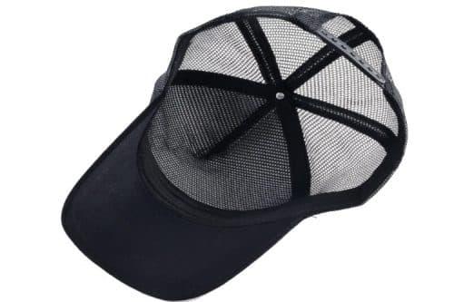 כובע סוס דוהר שחור מלמטה