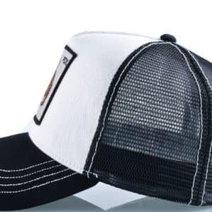 כובע חיות שחור ולבן צילום צד
