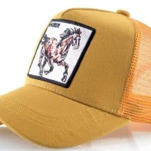 כובע חיות הסוס הדוהר צהוב