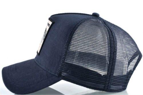 כובע כחול מבט צד